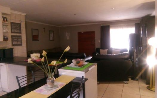 3 Bedroom House for sale in Middelburg South