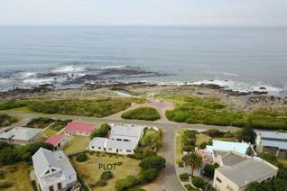 Very close to the popular coastal paths and the ocean. This corner plot lends itself to ...