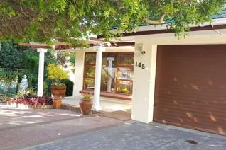 Sturdy family home with good security very close to the beach.  This home offer 3 ...
