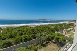 ON PLETTENBERG BAY'S GOLDEN MILE   SOLE MANDATE   This beach front apartment is ...