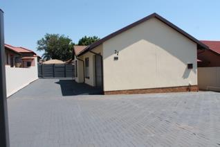 This house offers you peace of mind, highly secured. Close to schools, shops and the new total garage in Geelhoutpark. You will love ...