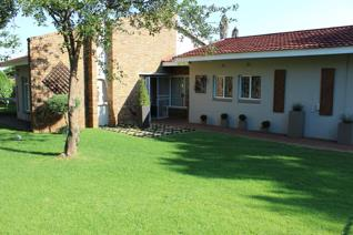 What a beautiful family home packed with warmness and elegant finishes. Situated in a quiet part of Dennesig  Four spacious bedrooms ...