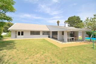 Walk in to this newly renovated home and you will just feel the space and the modern ...