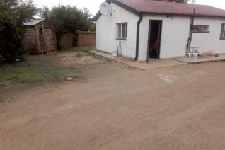 2 Bedroom house for sale with a big stand and a corner house. Don't miss out.