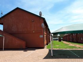 2 Bedroom Apartment / flat for sale in Burgershoop - Krugersdorp