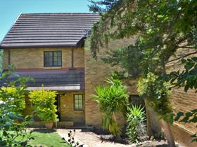 3 Bedroom Townhouse to rent in Oude Westhof - Bellville