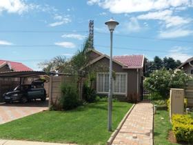 3 Bedroom Townhouse to rent in Terenure - Kempton Park