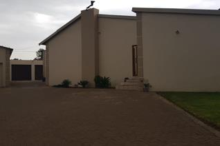 3 Bedroom Townhouse to rent in Witbank Ext 16 - Witbank