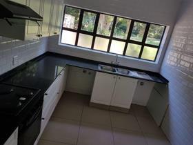 2 Bedroom Townhouse to rent in Senderwood - Bedfordview