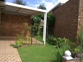 2 Bedroom Townhouse for sale in Wilro Park - Roodepoort