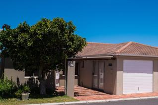 We are proud to present exclusively to Seeff Properties this lovely single storey ...