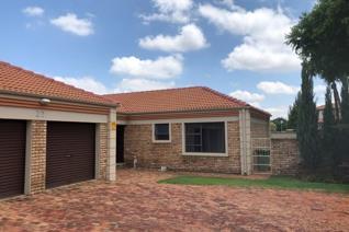 3 Bedroom Townhouse to rent in Grimbeeck Park - Potchefstroom