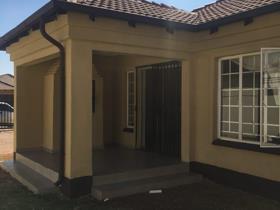 House - Akasia