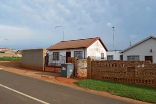 2 Bedroom House for sale in Emdeni - Soweto