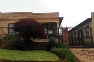 2 bedroom house in Tembisa with 4 outside rooms.  Nestled in one of the sought after suburbs of Tembisa,this awesome family home ...
