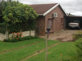 2 Bedroom House for sale in Macleantown - Macleantown