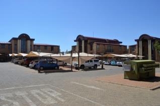 Commercial property to rent in Langenhovenpark - Bloemfontein