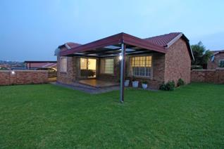 3 Bedroom Apartment / flat for sale in Honeydew Manor - Roodepoort