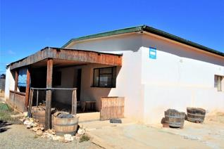 This property is in the heart of farmland in Calitzdorp and is surrounded by vineyards. It has a two bedroom traditional Edwardian ...