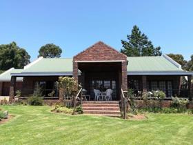 2 Bedroom House for sale in Dullstroom - Dullstroom