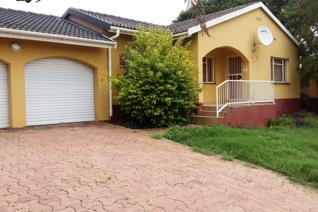 Perfect 3 bedroom family home for sale with 2 bathrooms, a lounge, dinning area, double garage and huge yard space
