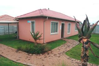 3 Bedroom House for sale in Spruit View - Katlehong
