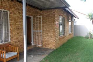 House for sale in Bo Dorp. Lovely 3 bedroom house situated in a secure & quite area ...