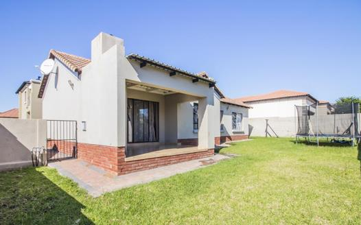 3 Bedroom House for sale in Thatchfield Gardens