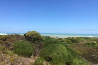 888m² Vacant plot located higher up in Suiderstrand and offers good sea views.  The area generally is nature filled and tranquil ...