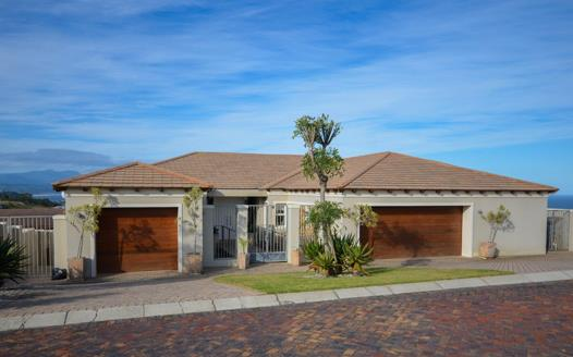5 Bedroom House for sale in Whale Rock Heights