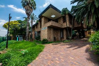 Based in the heart of Glenvista, Johannesburg South boasting a decent land size of ...