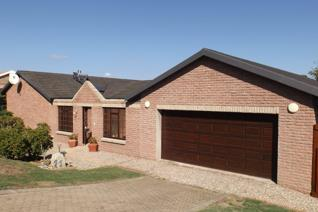 3 Bedroom House for sale in Fraaiuitsig - Klein Brak Rivier