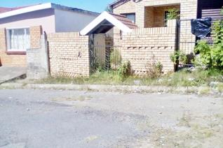 This is a 3 bedroom facebrick house, situated in a very quite area in Zone 1.   It is near the taxi rank, Police station, community ...