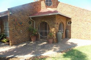Sole Mandate Exclusive to Aida.  This well kept property situated in extremely popular area of Heidelberg, close to the  secondary ...