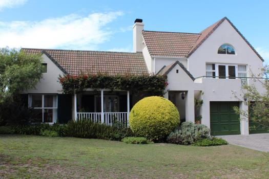 4 Bedroom House for sale in Hermanus Heights