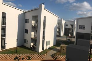 Beautiful modern new development, perfect location. This unit in a sought-after and upmarket estate in the ever-popular Pretoria East ...