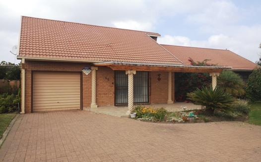 3 Bedroom House for sale in Oranjeville