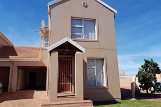 3 Bedroom Townhouse for sale in Bluewater Bay - Saldanha