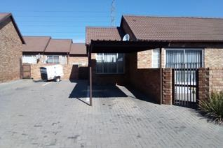 2 Bedroom Apartment / flat to rent in Kosmosdal - Centurion