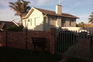 4 Bedroom House to rent in Grahamstown Central - Grahamstown