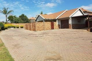 2 Bedroom Townhouse for sale in Amberfield Manor - Centurion