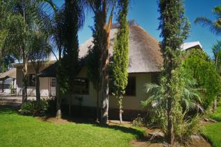 4 Bedroom House for sale in Kanoneiland - Upington
