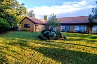 This large property is situated in sought after suburb of Strubenvale in Springs on the East Rand of Gauteng ERF 3312 m2 Rates ...