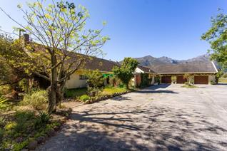 A country lifestyle opportunity on the banks of the Franschhoek River in the exclusive La Motte area of Franschhoek Valley.  +-7.9ha ...