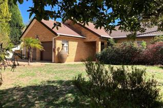 Lovely face brick family home with spacious two bedroom granny flat!  The house offers 3 ...