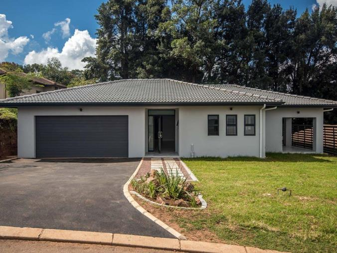 4 Bedroom Townhouse for sale in Hillcrest Central - 97 Greenvale