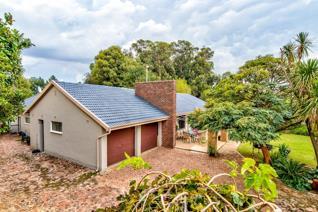 4 Bedroom House for sale in Allen Grove - Kempton Park