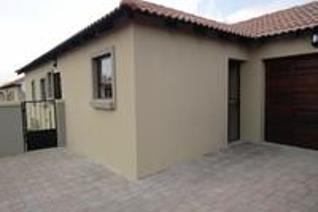 2 Bedroom Townhouse for sale in Rensburg - Heidelberg
