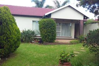 3 Bedroom Townhouse to rent in Glenanda - Johannesburg