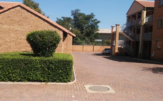 2 Bedroom Apartment / Flat for sale in Die Hoewes